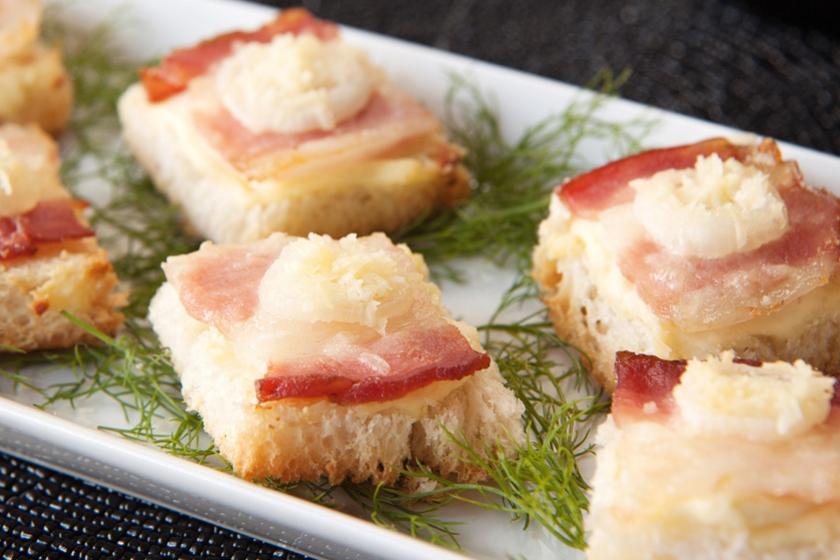 Canapé de Bacon com Parmesão